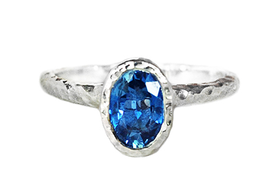 oval blue sapphire solitaire gold ring for engagement