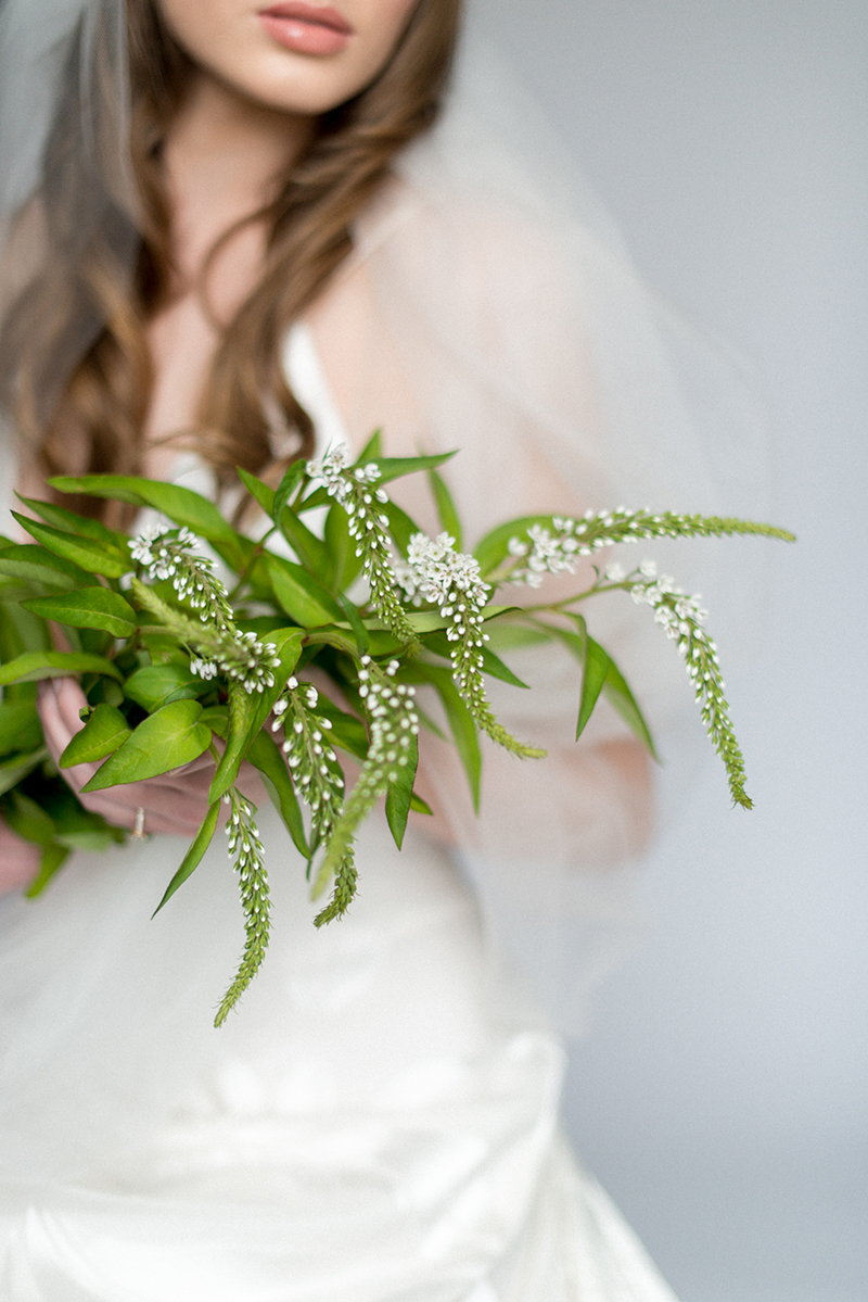 Delicate white flowers for a bride
